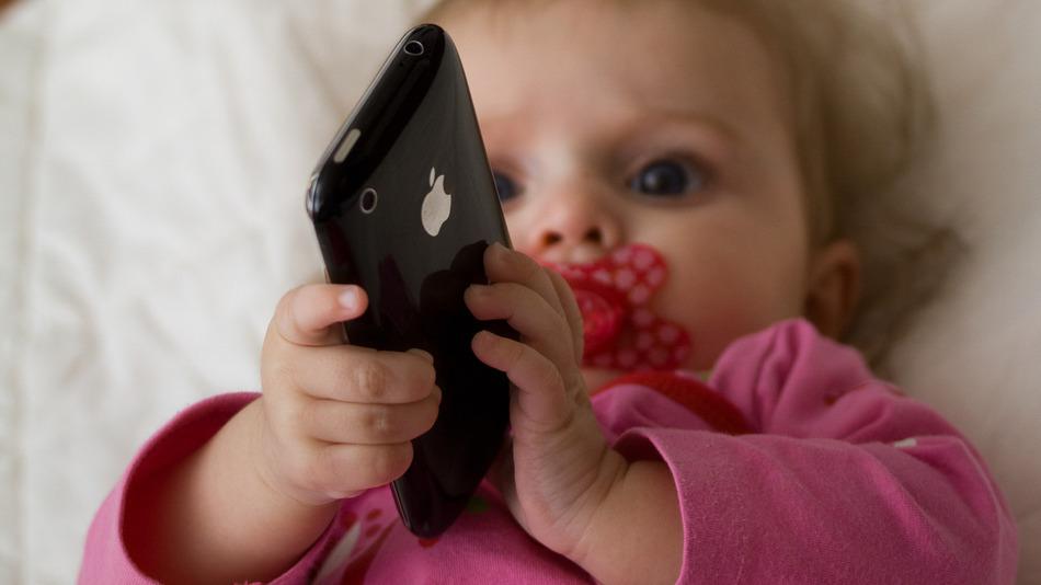 還沒會說話就先玩手機?38%的幼兒使用過移動裝置